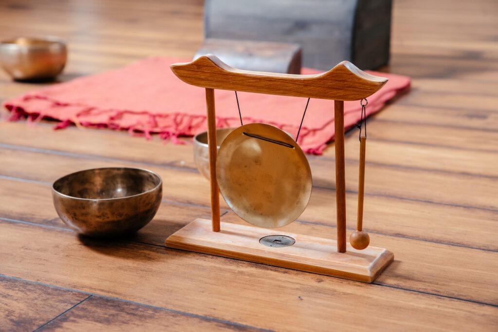 Sonoteràpia, bols tibetans i gong
